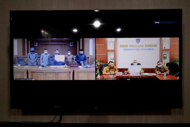 Pengesahan Perda LP2B Kota Payakumbuh melalui video conference.