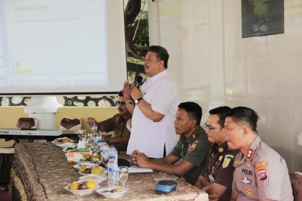 Wako Solok, H. Zul Elfian perintahkan semua jajarannya aktif sosialisasikan pencegahan penyebaran Corona