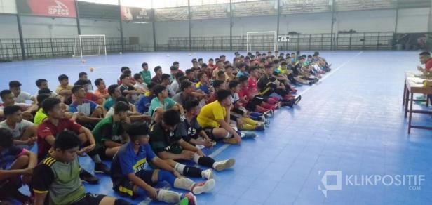Ratusan pelajar dari berbagai sekolah di Sumbar ikuti seleksi tahap III Rafhely Tuah Sakato FC di Padang