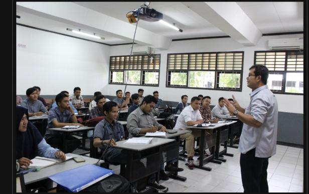 Suasana belajar di kampus ITP