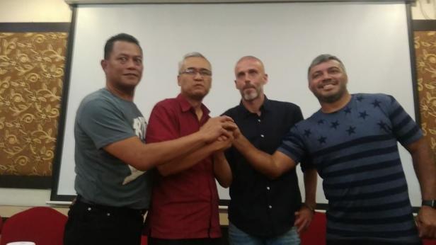 CEO PT PSS bersama pelatih kepala dan asisten pelatih PS Sleman