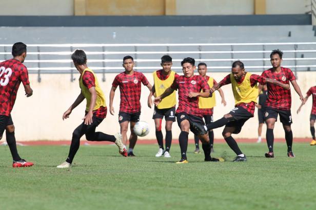Semen Padang FC saat latihan di Lapangan Universitas Negeri Yogyakarta