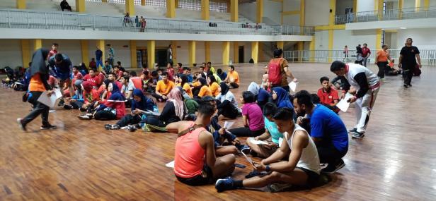 Atlet Sumatera Barat yang telah lolos dalam latihan bersama ke Pekan Olahraga Nasional (PON) XX Papua, mulai melakukan latihan fisik dan cek kesehatan di Convention Hall Kompleks Gelanggang Olahraga (GOR) H Agus Salim Padang