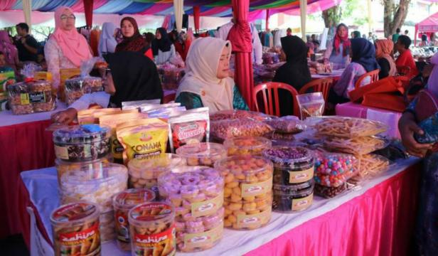 Bazar Ramadan di halaman kantor gubernur Sumbar