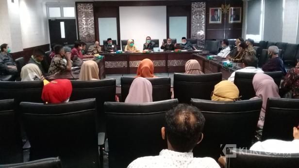 Badan Musyawarah Perguruan Swasta (BMPS) Provinsi Sumatera Barat mengadu ke Dewan Perwakilan Rakyat Daerah (DPRD) Sumatera Barat