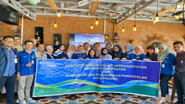 Foto bersama kegiatan BPJamsostek Padang