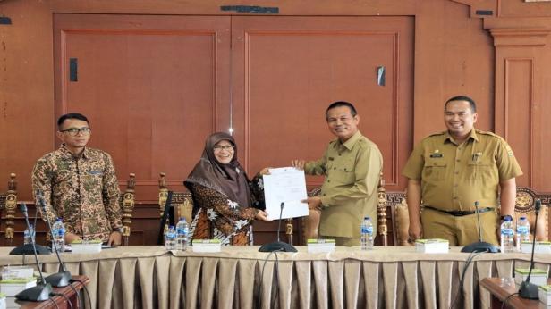Ketua BPK-RI Provinsi Sumbar foto bersama dengan Walikota Pariaman, Genius Umar