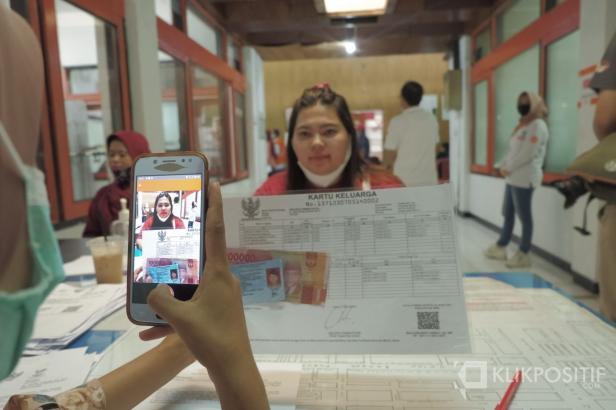 Ilustrasi pembagian BST di Kantor Pos Padang