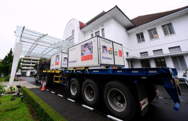 Bahan baku vaksin Sinovac tiba di Indonesia