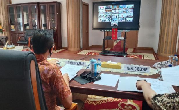 Gubernur Sumbar Irwan Prayitno saat Videoconfrens bersama Bupati/Walikota