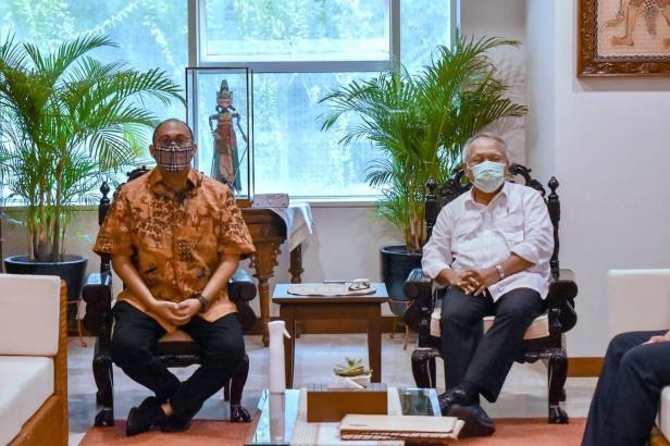 Anggota Komisi VI DPR RI Andre Rosiade bertemu dengan Menteri PUPR Basuki Hadimuljono dan Dirjen Bina Marga Hedy Rahadian, Selasa (16/3) membahas pembangunan jalan tol dan sejumlah proyek pembangunan di Sumbar.