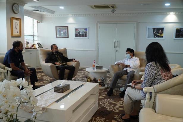 Ketua Umum PSSI Mochamad Iriawan saat bertemu Menteri Pemuda Olahraga Zainudin Amali di Kantor Kementerian Pemuda dan Olahraga
