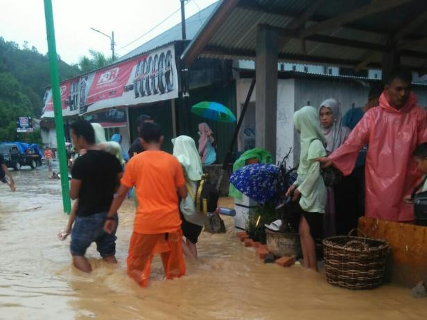 Kondisi banjir di Kota Painan, Jumat 14 Februari 2020 sore