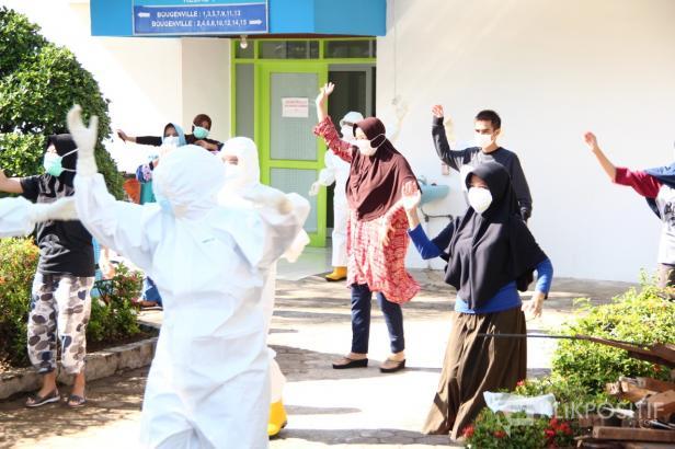 PDP COVID-19 di RSUP Dr M Djamil Padang Saat Senam Gembira