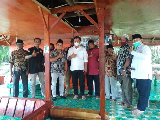 Sutan Riska Tuanku Kerajaan bersama Ninik Mamak, Tokoh Masyarakat dan Ketua KAN Timleh menyatakan dukungannya terhadap pasangan SR-Labuan pada Pilkada Dharmasraya tahun 2020.