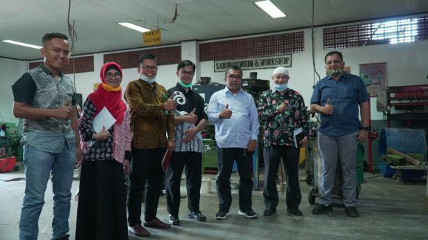 Baznas Kota Padang menyambangi ITP untuk pembuatan tempat cuci tangan, Jumat (3/7)