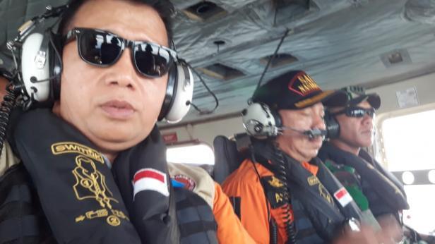 Pencarian hari pertama menggunakan helikopter. Hingga kini 11 nelayan Air Haji, Pesisir Selatan belum ditemukan