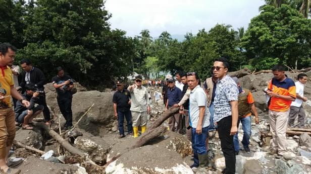 Wagub Nasrul Abit meninjau lokasi banjir bandang di Nagari Padang Laweh Malalo Tanah Datar