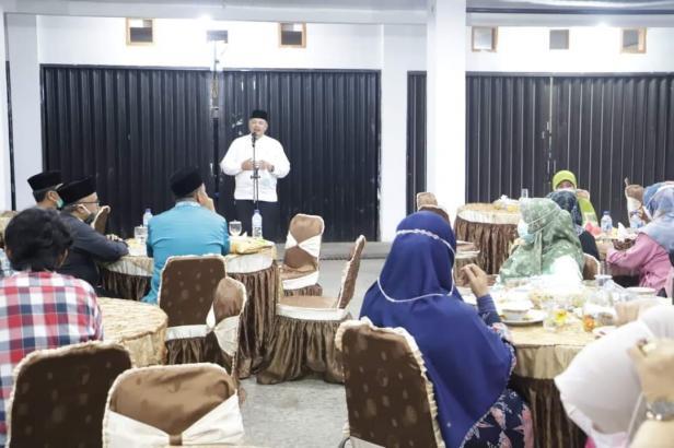 Wako Solok, H. Zul Elfian mengajak organisasi wanita dan lainnya untuk semarakkan bulan suci Ramadan tapi tetap patuhi protokol kesehatan