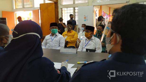 Pasangan Calon Bupati MR dan Calon Wakil Bupati Asyirwan Yunus saat mendaftar di KPUD Lima Puluh Kota Beberapa waktu lalu.