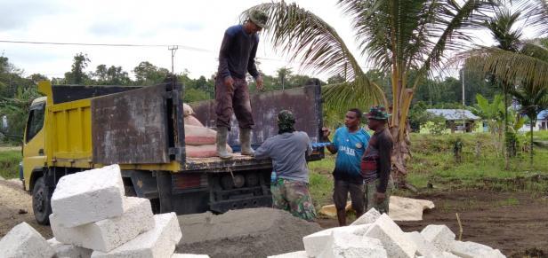 Berkat TMMD, Warga Kampung Dorba Bersemangat Kembali