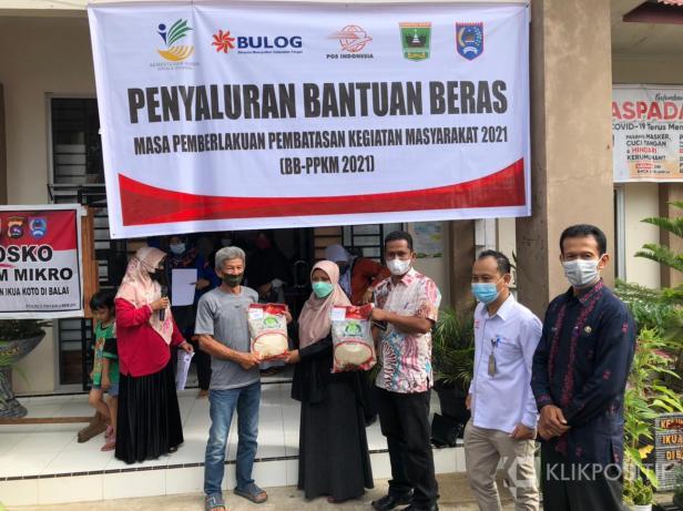 Bersama Bulog dan PT. POS Pemko Payakumbuh Salurkan 7.063 Bantuan Beras-PPKM
