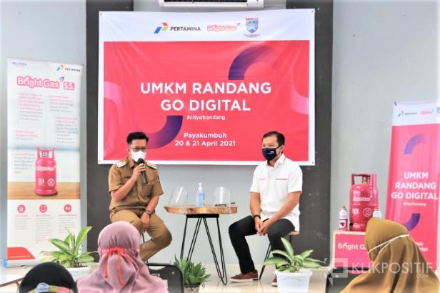 Wakil Wali Kota Erwin Yunaz (kanan) bersama Sales Area Manager (SAM) I Pertamina Sumatera Barat I Made Wira Pramarta