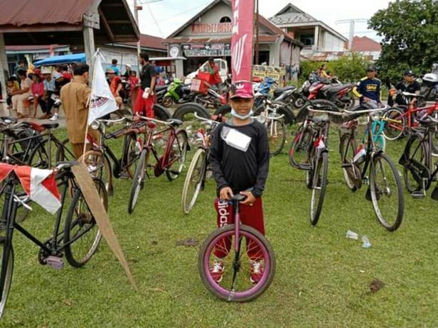 Taufiq Maulana, bocah 12 tahun yang terpilih menjadi perserta terunik dengan sepeda satu rodanya dalam perayaan HUT RI ke 75 di Sutera-Pessel