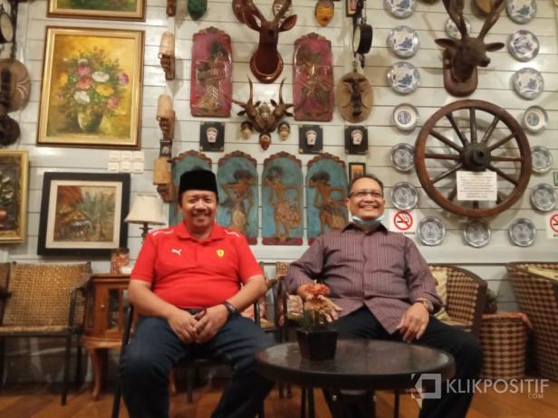 Andri Warman (kiri) dan Irwan Fikri (kanan)