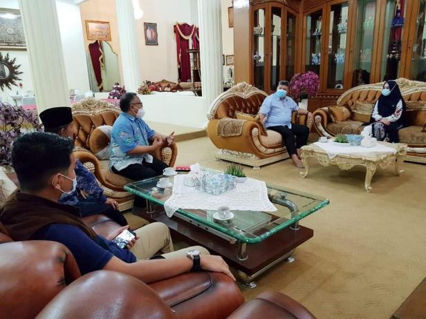 Wali Kota Solok, H. Zul Elfian menyambut anggota DPR RI, Lisda Hendrajoni