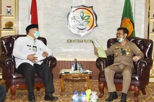 Wako Solok, H. Zul Elfian saat berbincang dengan Mentan Syahrul Yasin Limpo