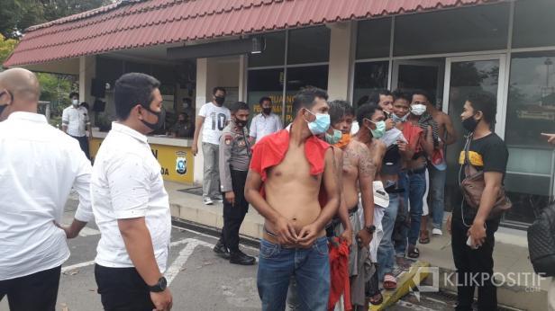 Belasan Preman Saat Diamankan di Mapolresta Padang