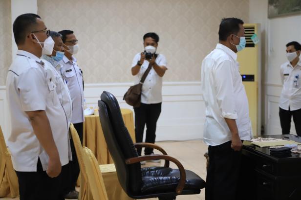 Bupati Pessel, Rusma Yul Anwar saat membuka Bimtek dari Rumah Dinas Bupati