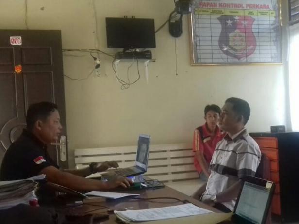 Telapor oknum Wali Nagari Muaro Aie saat dimintai keterangan di Polsek Bayang-Pessel