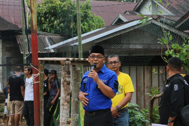 Bupati Pasbar, Yulianto saat memberikan kata sambutan di acara turnamen Volly Ball HMNPTS di Nagari Persiapan Tabek Sirah.