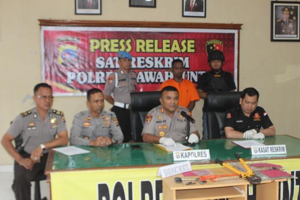 Kapolres Sawahlunto AKBP Junaidi Nur Saat Press Release di Mapolres Sawahlunto