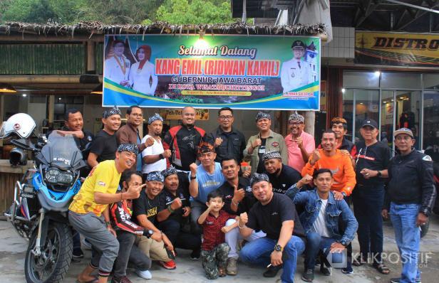 Ridwan Kamil foto bersama para bikers Bukittinggi