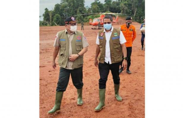 Kalaksa BPBD Sumbar Erman Rahman saat meninjau lokasi bencana beberapa waktu lalu