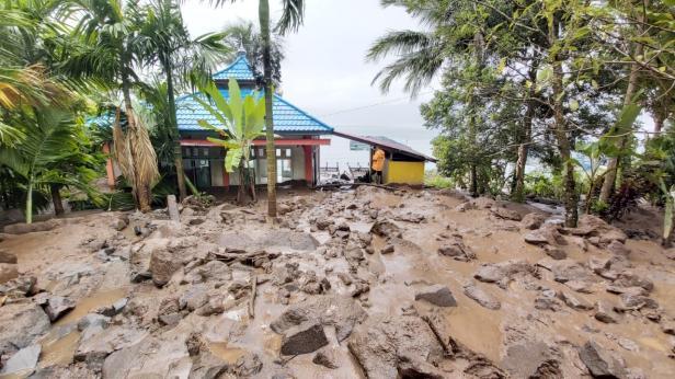 Banjir bandang di Kecamatan Tanjung Raya