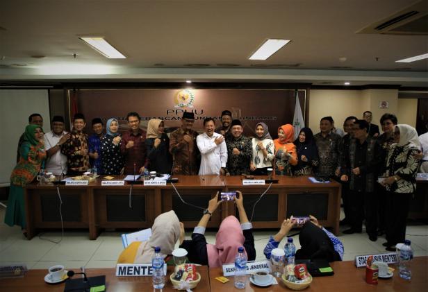 rapat kerja yang digelar antara Komite III dengan Kementerian Kesehatan, di ruang rapat Tarumanegara, Gedung DPD RI, Senayan, Selasa (25/2).