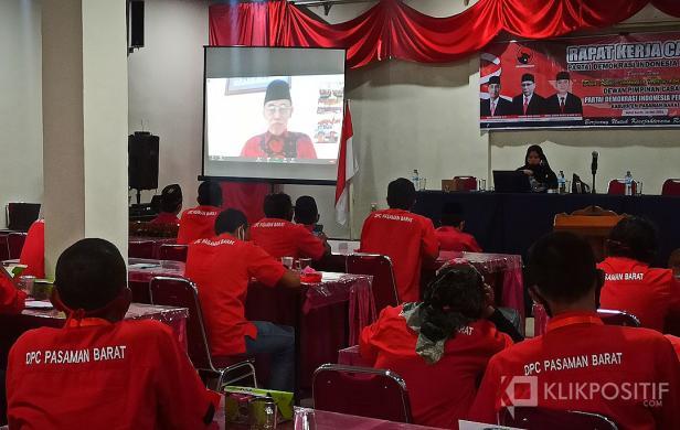 Ketua Bidang Keagamaan dan Kepercayaan Kepada Tuhan Yang Maha Esa DPP PDIP, Prof Hamka Haq saat menyampaikan pidato nya secara virtual