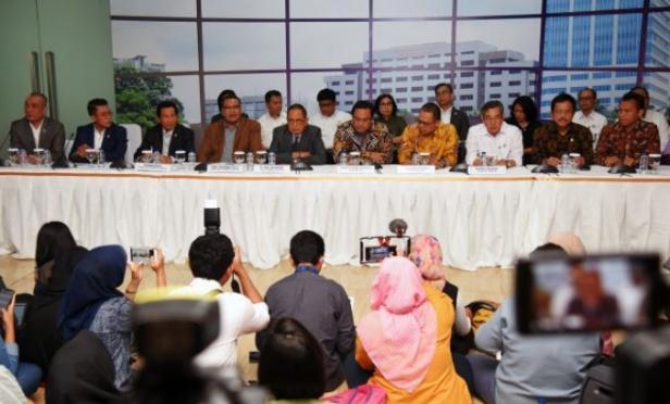 Ketua Komisi XI DPR RI, Dito Ganinduto saat konferensi pers di Kantor BPK RI, Jakarta, Senin (3/2/2020)