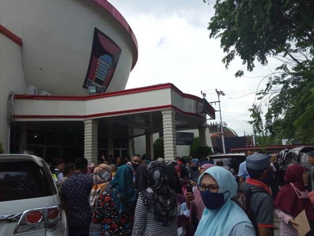 Puluhan walimurid mengadu ke DPRD Padang terkait PPDB