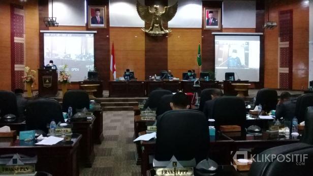 Rapat paripurna pengambilan keputusan terhadap Ranperda tentang pertanggungjawaban pelaksanaan APBD  Sumbar 2019