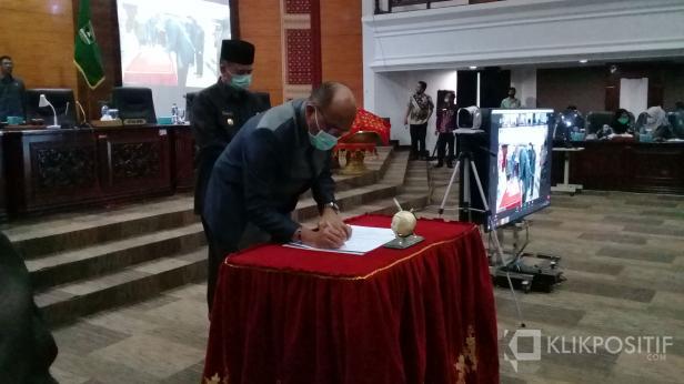 Dewan Perwakilan Rakyat Daerah (DPRD) Sumatera Barat bersama pemerintah provinsi mensahkan Peraturan Daerah (Perda)  Rencana Perlindungan dan Pengelolaan Lingkungan Hidup (RPPL)