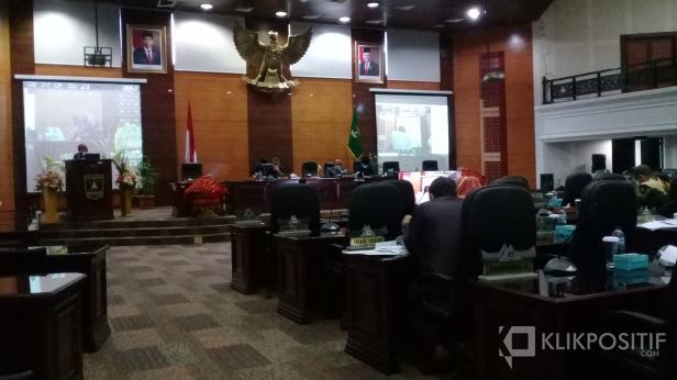 Dewan Perwakilan Rakyat Daerah (DPRD) Provinsi Sumatera Barat menetapkan dua Rancangan Peraturan Daerah (Ranperda) menjadi prakarsa DPRD pada rapat paripurna, Selasa, 4 Agustus 2020.