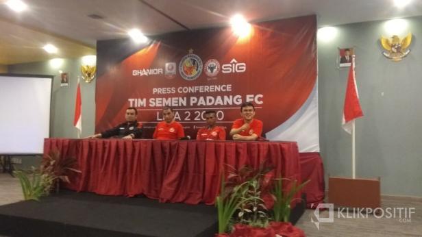 Press Conference Tim Semen Padang FC
