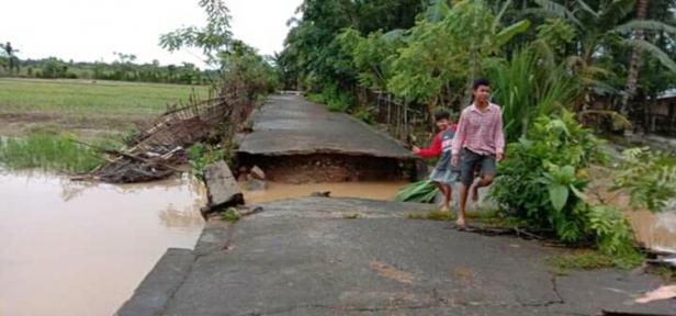 Sarana warga yang rusak akibat banjir di Binjai Tapan- Rahul Tapan, Rabu sore