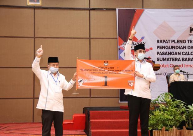Pasangan Calon Gubernur Mulyadi dan Calon Wakil Gubernur Ali Mukhni pencabutan nomor urut di hotel Ina Muara, Kamis, 24/9.