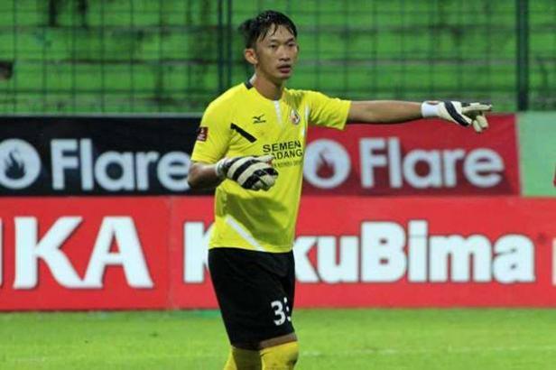 Rivky Mokodompit saat berseragam Semen Padang FC